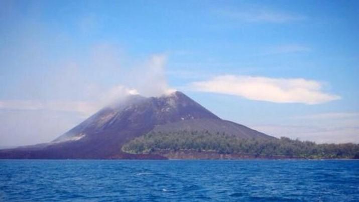 Beberapa gunung api di Indonesia dikabarkan erupsi secara bersamaan.
