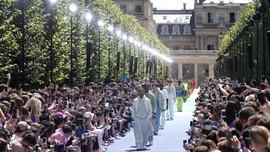 FOTO: Gebrakan Virgil Abloh di Peragaan Busana Louis Vuitton