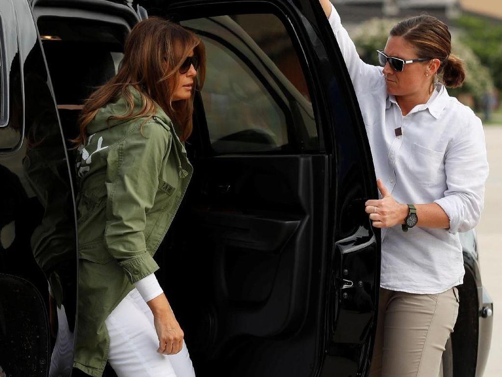 Melania Trump Pakai Lagi Jaket Kontroversi yang Dihujat Dunia, Sengaja?