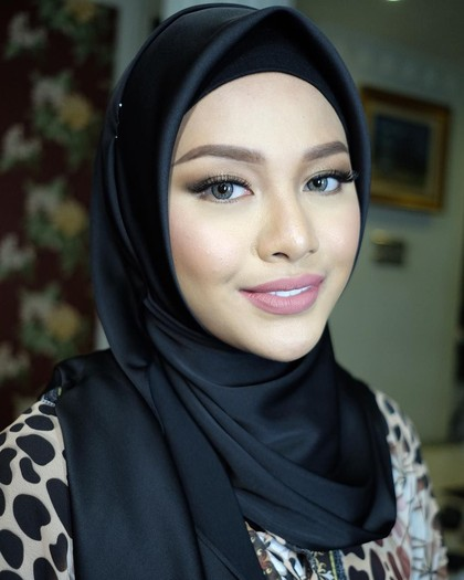Tak Selalu Seksi, Ini Gaya Aurel Hermansyah Pakai Hijab