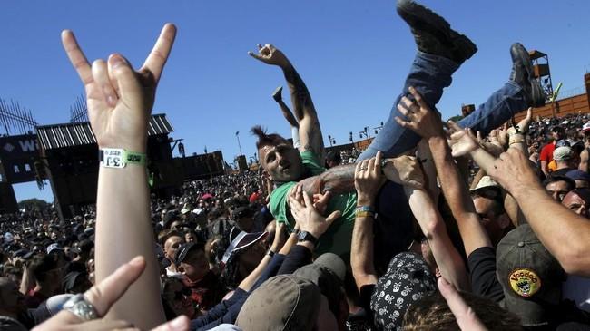 Festival itu diselenggarakan pada Juni setiap tahunnya, di Prancis. (REUTERS/Stephane Mahe)