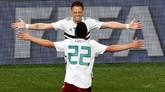 Gol Javier Hernandez ke gawang Swedia merupakan golnya yang ke-50 bersama timnas Meksiko. Sekaligus menjadikan Hernandez pemain pertama Meksiko yang bisa memiliki pencapaian itu. (REUTERS/Darren Staples)