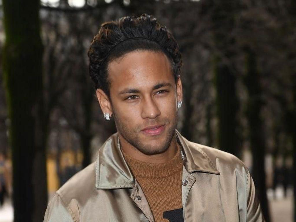Rambut Puluhan Juta Rupiah Neymar yang Pernah Disebut Mirip Ramen