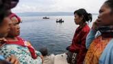 Hingga hari kelima pascatenggelamnya KM Sinar Bangun, sebanyak 206 orang dilaporkan pihak keluarga sebagai penumpang kapal tersebut. (dok. REUTERS/Beawiharta)