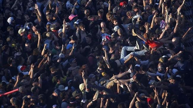 Festival itu berhasil menjual 22 ribu tiket pada penyelenggaraan pertamanya. Tahun lalu, penjualan tiket melonjak jadi 55 ribu per hari. (REUTERS/Stephane Mahe)