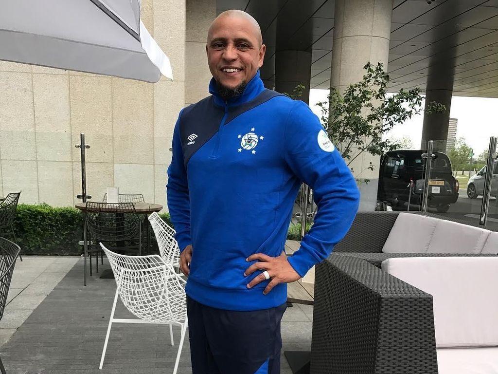 Roberto Carlos, Pemilik Tendangan Pisang Legendaris yang Masih Awet Muda