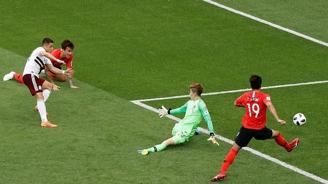 Pada menit ke-66 Javier Hernandez mencetak gol untukMeksikomemanfaatkan umpan Hirving Lozano. Gol itu yang keempat yang dicetak Hernandez di Piala Dunia bersama timnas Meksiko.(REUTERS/Darren Staples)