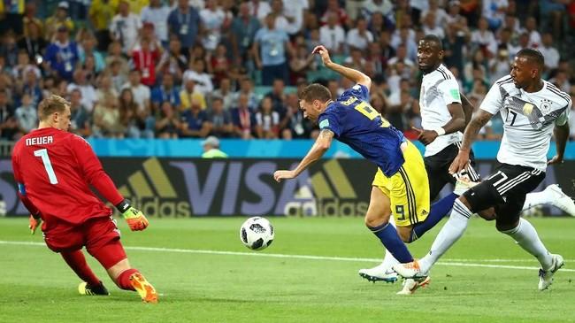 Duel di Stadion Fisht merupakan pertemuan yang kelima bagi Jerman dan Swedia di Piala Dunia. Total Jerman meraih empat kemenangan sedangkan Swedia hanya meraih satu kemenangan. (REUTERS/Michael Dalder)