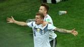 Gol Toni Kroos ke gawang Swedia jadi yang kedua dalam 21 penampilan terakhirnya bersama timnas Jerman. Gol itu juga jadi yang kelima yang dicetak di menit ke-90+ di Piala Dunia 2018. (REUTERS/Hannah McKay)