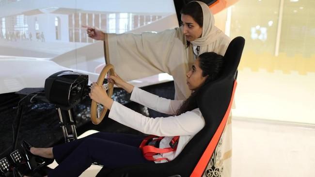 Banyak anak muda Saudi menganggap ini sebagai bukti bahwa generasi mereka akhirnya mendapatkan bagian dari kontrol atas negara yang sebelumnya mengakar tradisi patriarkal. (REUTERS/Ahmed Jadallah)