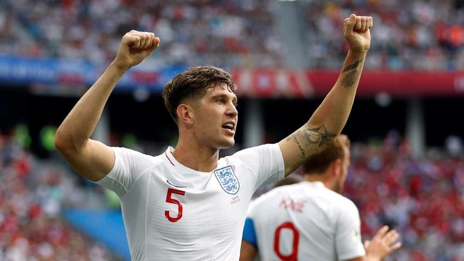 Stones merayakan golnya ke gawang Panama. Bek Manchester City itu mencetak dua gol sundulan di laga melawan Panama. (REUTERS/Matthew Childs)