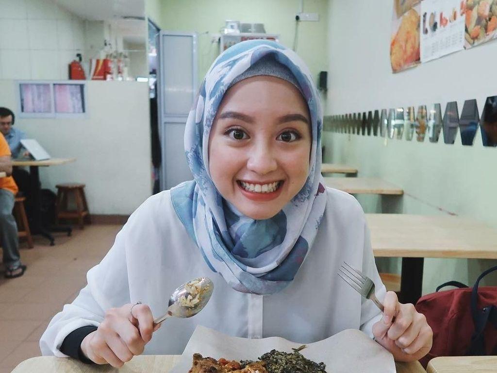 Cantiknya Ekspresi Gitasav, Kim Ji Won Versi Indonesia Ketika Melahap Burger
