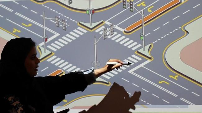 September lalu, Raja Salman memutuskan mengakhiri larangan untuk pengemudi perempuan, yang dipertahankan selama beberapa dekade di Arab Saudi. (REUTERS/Ahmed Jadallah)