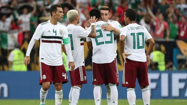 Kemenangan atas Korea Selatan membuat Meksiko tidak pernah kalah dalam dua laga pembuka Piala Dunia sejak 1994. Meksiko kini tidak terkalahkan dalam lima laga terakhir di fase grup Piala Dunia. (REUTERS/Marko Djurica)