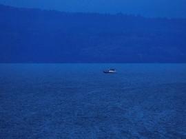 FOTO: Merapal Doa Demi Bersua di Danau Toba