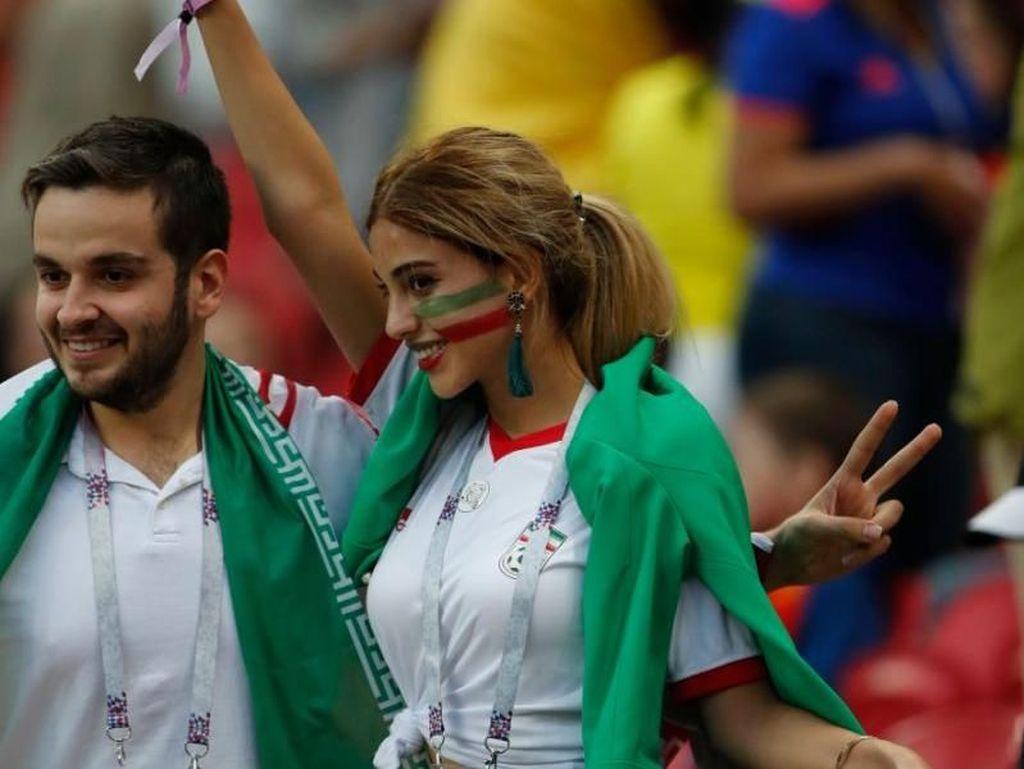 Viral, Wanita Cantik Asal Iran Lepas Jilbab Saat Nonton Piala Dunia