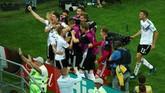 Pemain Jerman berselebrasi merayakan gol yang dicetak Toni Kroos. Jerman hanya menang dua kali dalam delapan pertandingan terakhir. (REUTERS/Hannah McKay)