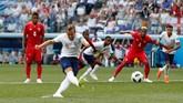 Harry Kane yang ditunjuk menjadi ekskutor penalti menjalankan tugasnya dengan sempurna, menghujamkan bola ke gawang Jaime Penedo. (REUTERS/Matthew Childs)