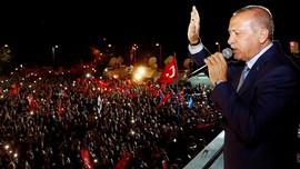 FOTO: Turki Rayakan Kemenangan Erdogan