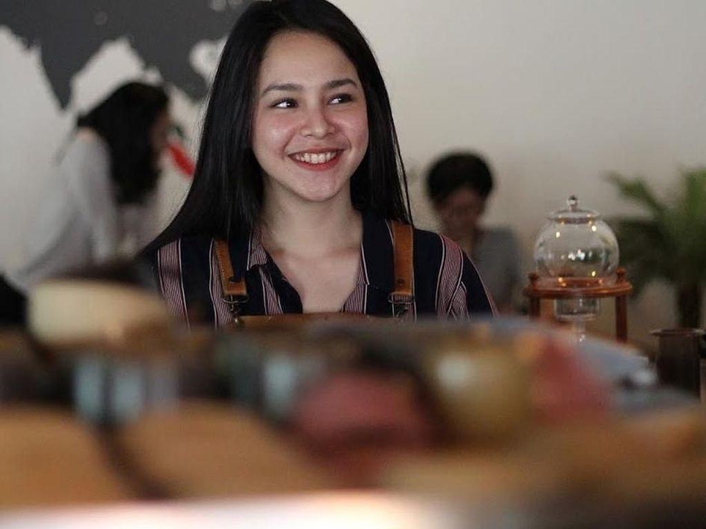 Tersihir Pesona Gaby, Barista Cantik yang Disebut Mirip Maudy Ayunda