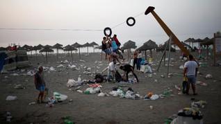 Greenpeace Temukan 797 Sampah Plastik di Tiga Pantai