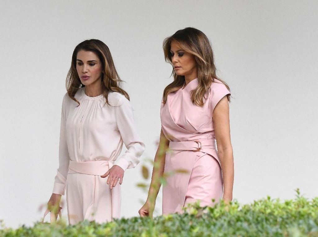 Adu Gaya Melania Trump Vs Ratu Rania Bergaun Pink di Gedung Putih
