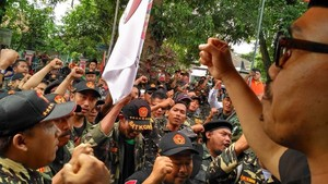 Aksi Pembakaran Bendera Picu Tagar #BubarkanBanser