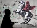 FOTO: Coretan Kritis Banksy di Prancis