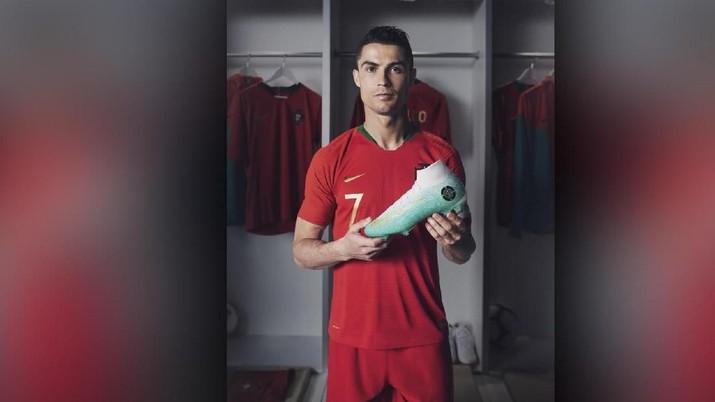 Nike Luncurkan Sepatu Edisi Khusus CR7, Terbatas 154 Pasang!
