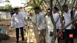 VIDEO: Khofifah Ziarah ke Makam Keluarga di Hari Pencoblosan