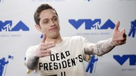 Pete Davidson 'Cari' Kamar Baru Usai Putus dari Ariana Grande