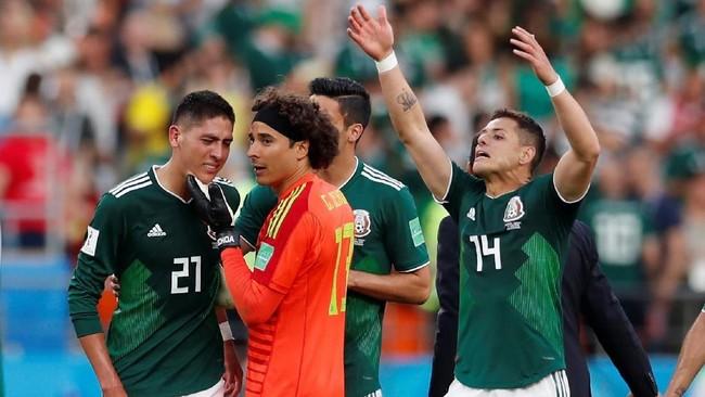 Meksiko sendiri akhirnya tetap bisa tertawa karena mereka lolos sebagai runner up grup usai di laga lawan Korea Selatan mengalahkan Jerman 2-0. (REUTERS/Andrew Couldridge)
