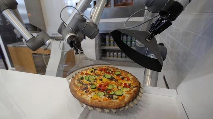 Sensasi Makan Pizza dari Sentuhan Tangan Robot