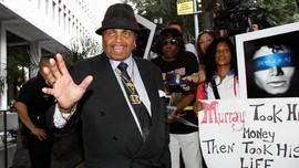 Ayah Michael Jackson Dikubur Satu 'TPU' dengan Anaknya
