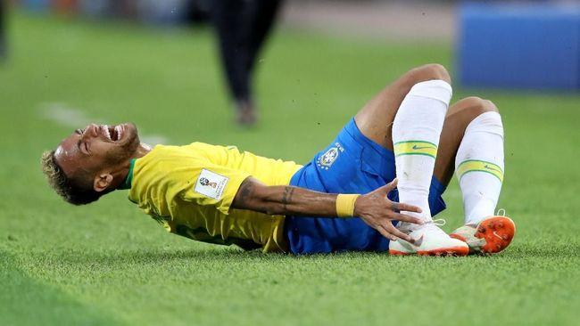 Neymar Sudah 14 Menit 'Akting' Terkapar di Piala Dunia 2018