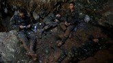 Anggota marinir yang ditugaskan mencari mereka, hingga kini masih belum menemukan jejak maupun tanda-tanda keberadaan para korban. (REUTERS/Soe Zeya Tun)