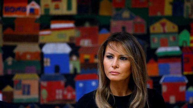 Melania Trump Dihujat Karena Pakai Dress Dolce & Gabbana