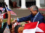 Najib Jadi Terdakwa 1MDB, Mahathir: Akan Disidang dengan Adil