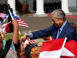 Kritik Keras Presiden AS, Mahathir Minta Donald Trump Mundur!