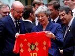 Sebelum Bahas Brexit, PM Inggris dan Belgia Tukar Jersey