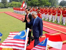 Senyum dan Sambutan Hangat Jokowi untuk Mahathir Mohamad
