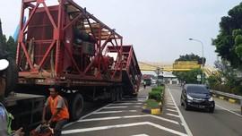 Imbas Truk Tabrak JPO, Sebagian Ruas Tol Bambu Apus Ditutup