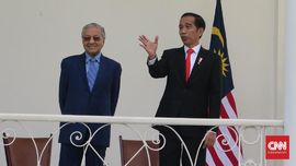Mahathir Bingung Jokowi Tolak Bantuan Malaysia untuk Karhutla