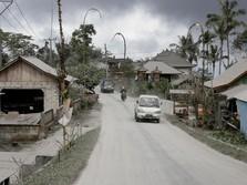 Erupsi Gunung Agung Picu Hujan Pasir, Abu, dan Kerikil
