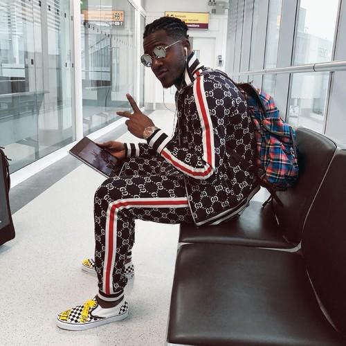 Gaya Mewah Pemain Konyol Belgia Batshuayi Pakai Jaket Gucci Seharga Motor