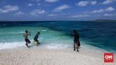 Kabupaten Kepulauan Selayar terdiri dari beberapa pulau kecil dengan Pulau Selayar sebagai wilayah terluas. Pulau-pulauseperti Makam Karangbisa dikunjungi untuk kegiatan 'island hopping'.