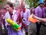Serunya Festival Perang Anggur Hingga Peserta Basah Kuyup
