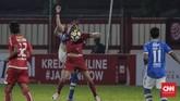 Bomber Persija Marko Simicturut menghadirkan ancaman ke pertahanan Persib meski tidak berhasil mencetak gol. (CNNIndonesia/Adhi Wicaksono)