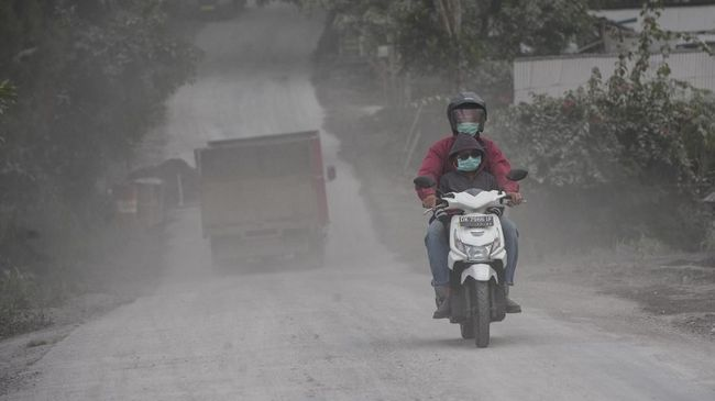 Hujan Abu Vulkanik Anak Krakatau, Warga Diimbau Pakai Masker