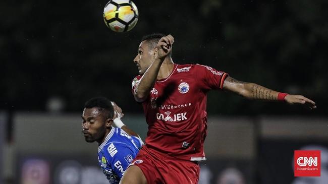 Persija kini menempati peringkat keempat dengan 20 poin, sementara Persib menghuni peringkat kesembilan dengan 18 poin. (CNNIndonesia/Adhi Wicaksono)